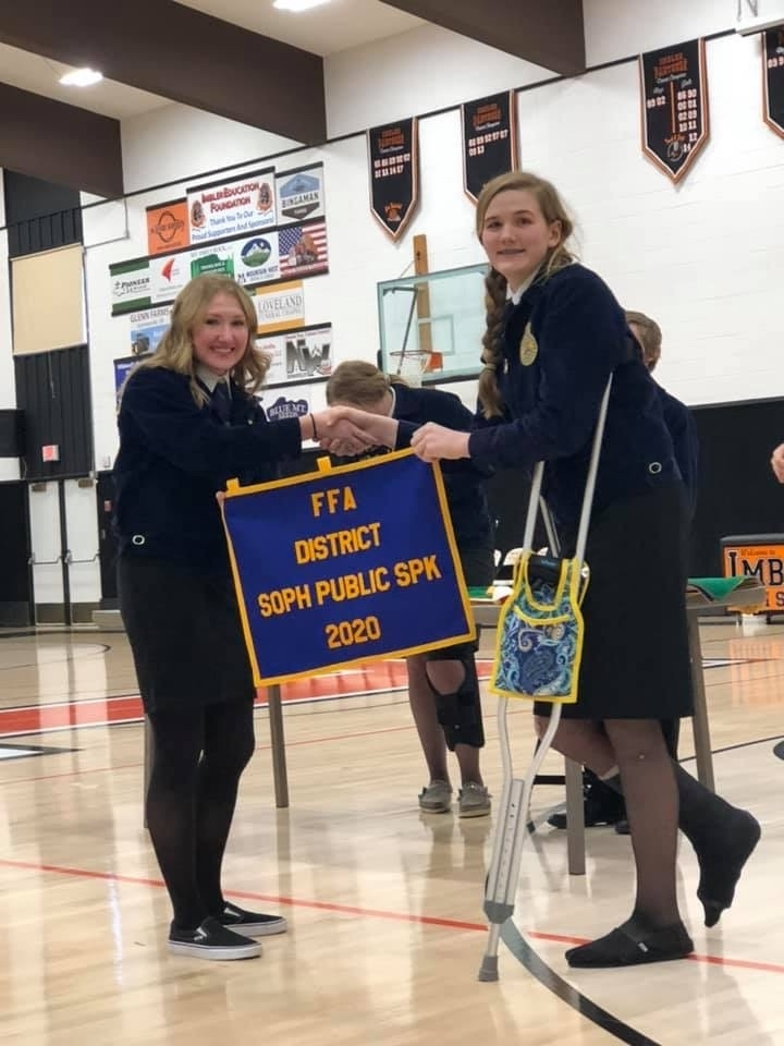 Maggie Frisch receiving her first place banner.